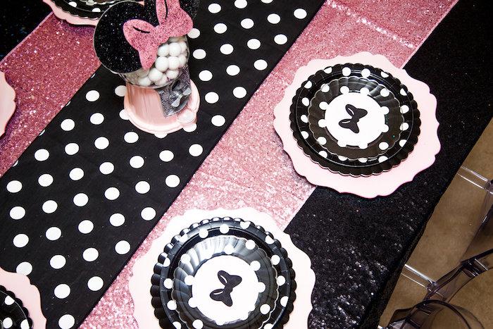 Guest Tabletop from a Glamorous Minnie Mouse Birthday Party via Kara's Party Ideas KarasPartyIdeas.com (8)