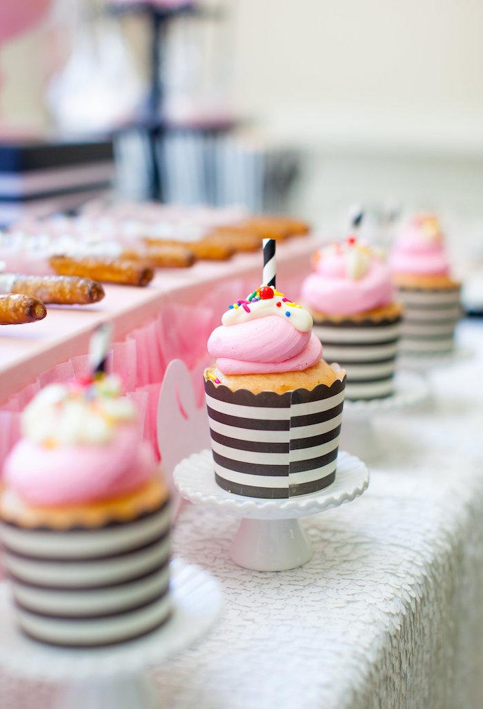 Cupcakes from a Glamorous Minnie Mouse Birthday Party via Kara's Party Ideas KarasPartyIdeas.com (22)
