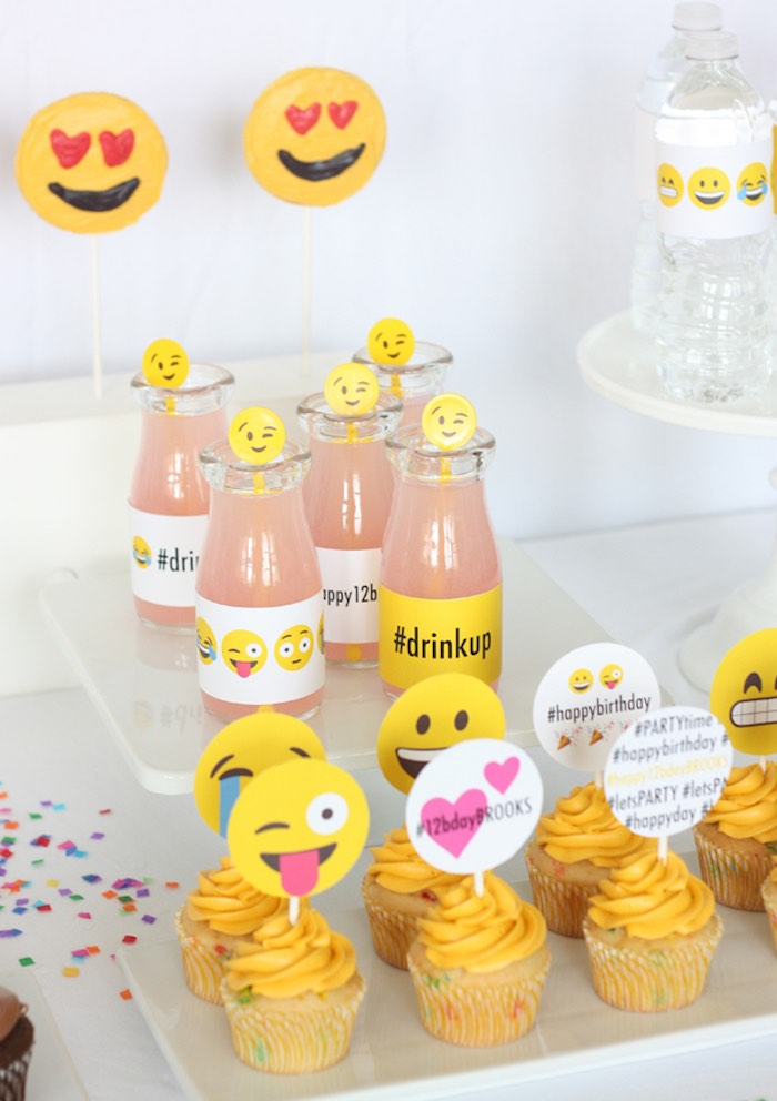 Kara 39 s party ideas instagram emoji themed teen birthday for Decoration emoji