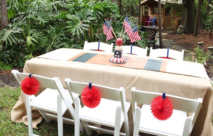 Karas Party Ideas Seated Table From A Patriotic Memorial Day - Backyard bbq party ideas