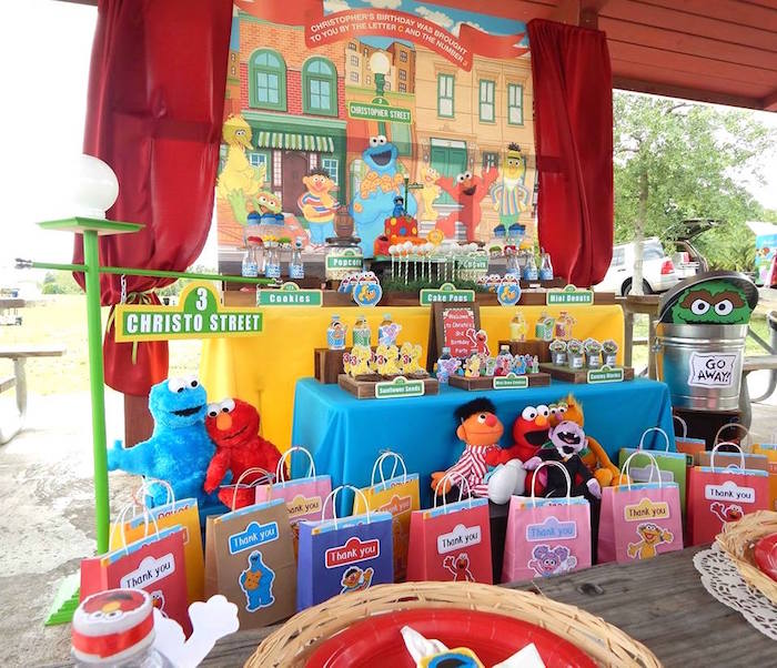 Head Table From A Rustic Whimsical Sesame Street Birthday Party Via Kara S Ideas Karaspartyideas