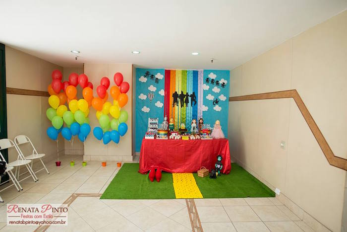 Party Display from a Wizard of Oz Birthday Party via Kara's Party Ideas | KarasPartyIdeas.com (32)