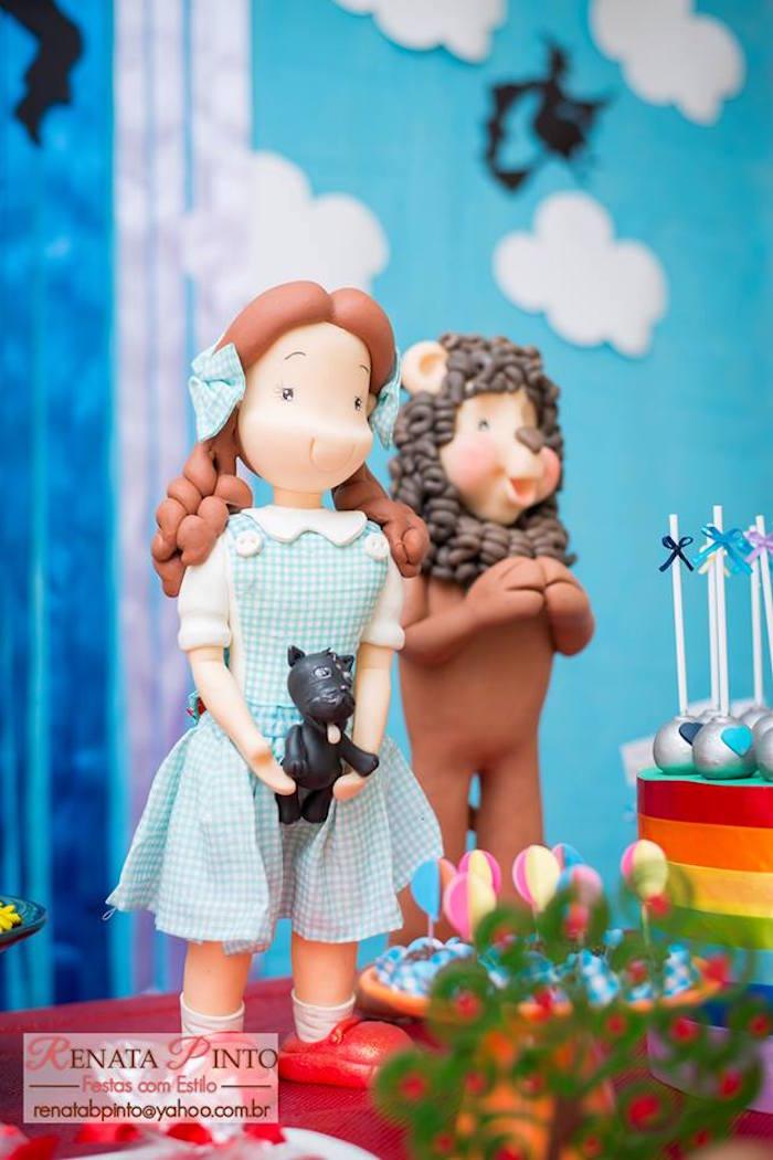 Dorothy & The Cowardly Lion Dolls from a Wizard of Oz Birthday Party via Kara's Party Ideas | KarasPartyIdeas.com (29)