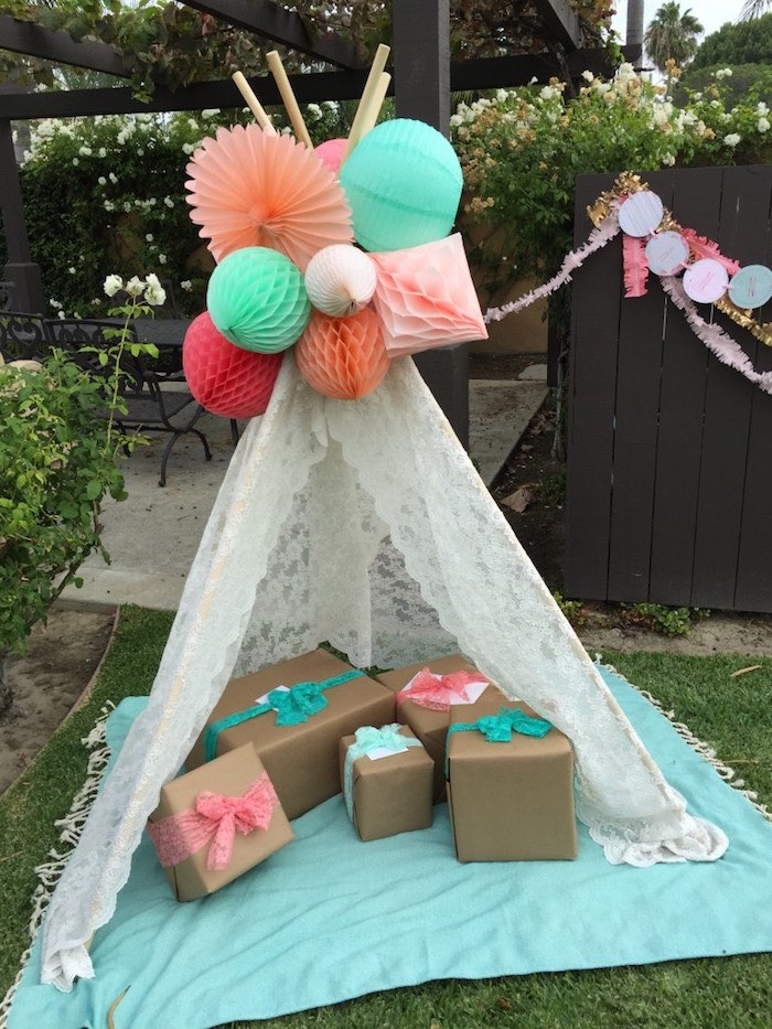 gift teepee from a boho dreams baby shower brunch via karau0027s party ideas