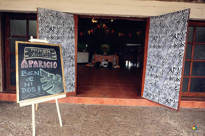 Entrance to a Madagascar Jungle Safari Birthday Party via Kara's Party Ideas KarasPartyIdeas.com (35)