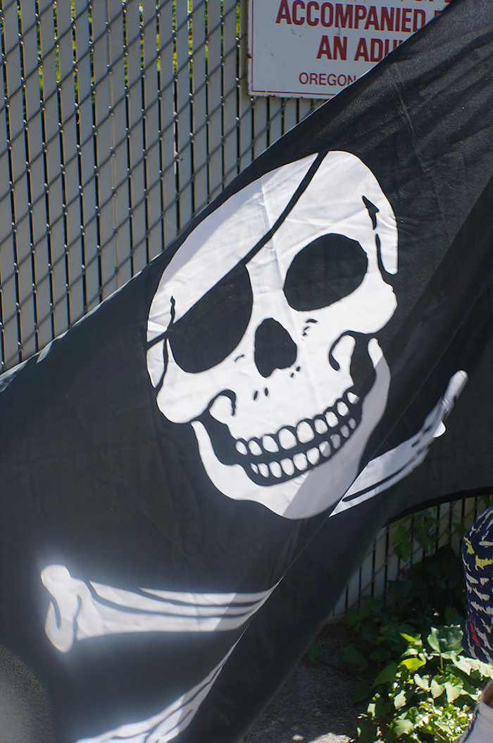 Flying pirate flag from A Pirate's Life Outdoor Pool Party via Kara's Party Ideas! Full of party ideas, cakes, decor, printables and more! KarasPartyIdeas.com (13)
