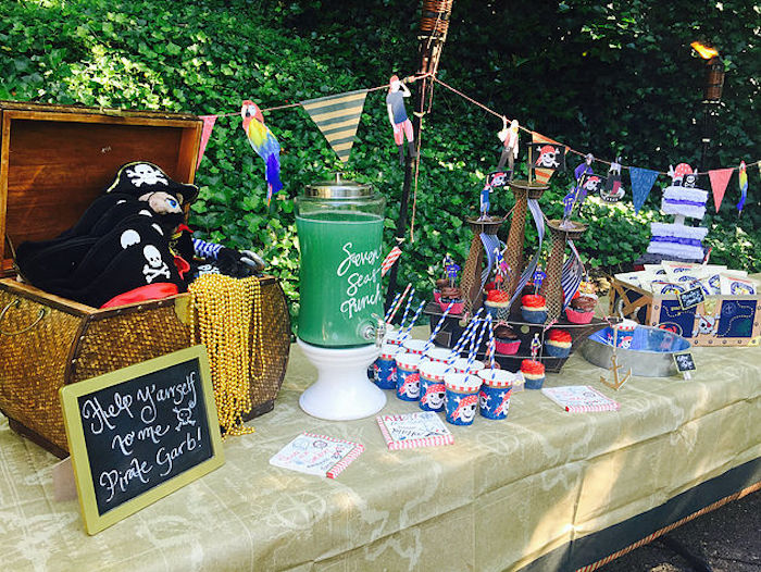 Pirate's party table from A Pirate's Life Outdoor Pool Party via Kara's Party Ideas! Full of party ideas, cakes, decor, printables and more! KarasPartyIdeas.com (12)