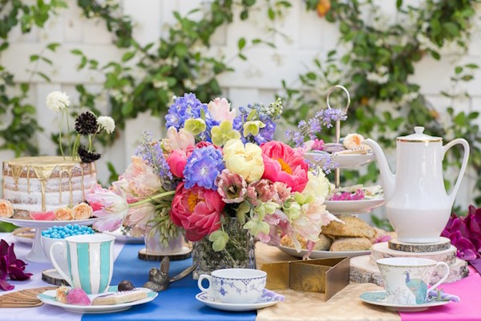 Kara 39 s party ideas alice in wonderland tea party kara 39 s - Mad hatter tea party decoration ideas ...