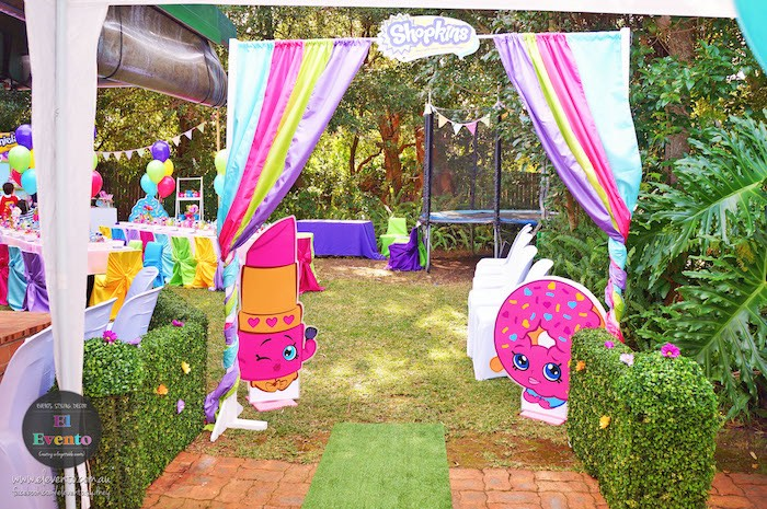 Curtain entrance to a Shopkins Birthday Party via Kara's Party Ideas | KarasPartyIdeas.com (7)