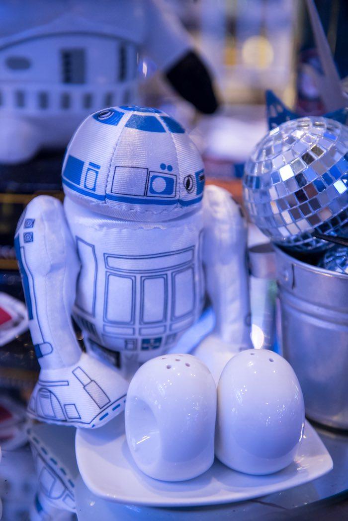R2D2 decor from a Star Wars Birthday Party via Kara's Party Ideas | KarasPartyIdeas.com (37)