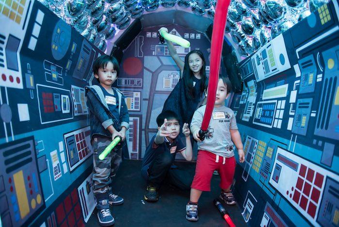 Spaceship photo op from a Star Wars Birthday Party via Kara's Party Ideas | KarasPartyIdeas.com (4)