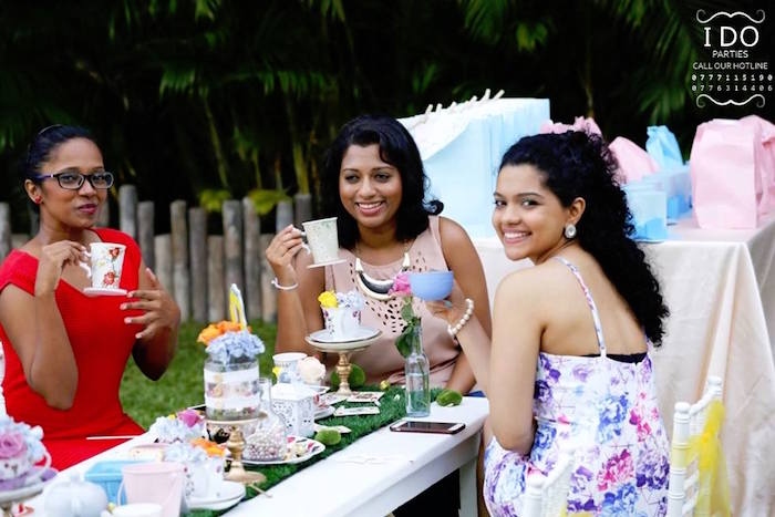 Guests from a Vintage Alice in Wonderland Birthday Tea Party on Kara's Party Ideas KarasPartyIdeas.com (34)