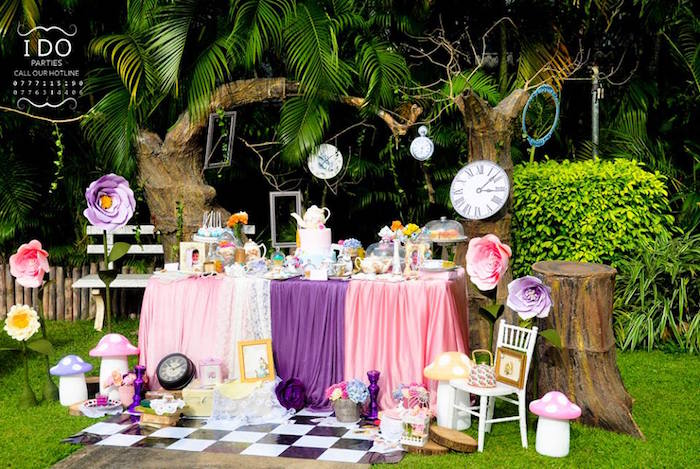 Kara 39 s party ideas vintage alice in wonderland birthday - Alice in wonderland tea party decorations ...