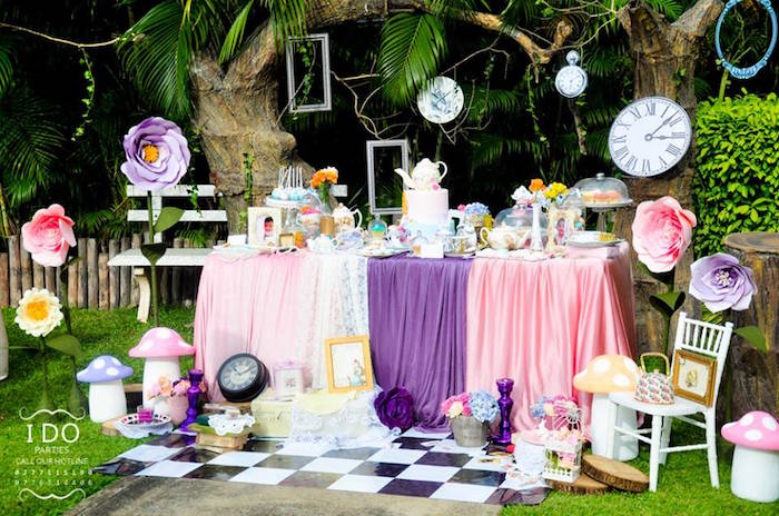 Kara 39 s party ideas vintage alice in wonderland birthday - Alice in the wonderland party decorations ...