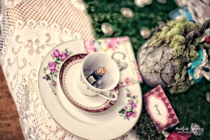 Place setting from an Alice in Wonderland Birthday Party via Kara's Party Ideas | KarasPartyIdeas.com (38)