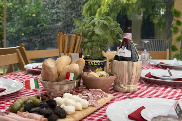 Kara 39 s party ideas italian trattoria birthday party kara for Italian decoration food