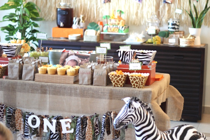 Jungle safari party table from a Jungle Safari Birthday Party via Kara's Party Ideas | KarasPartyIdeas.com (8)