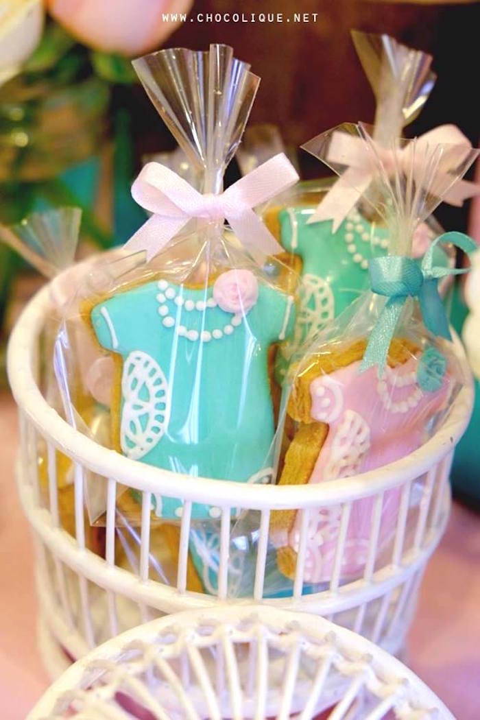 Onesie sugar cookie favors from a Shabby Chic Baby Shower via Kara's Party Ideas | KarasPartyIdeas.com (7)