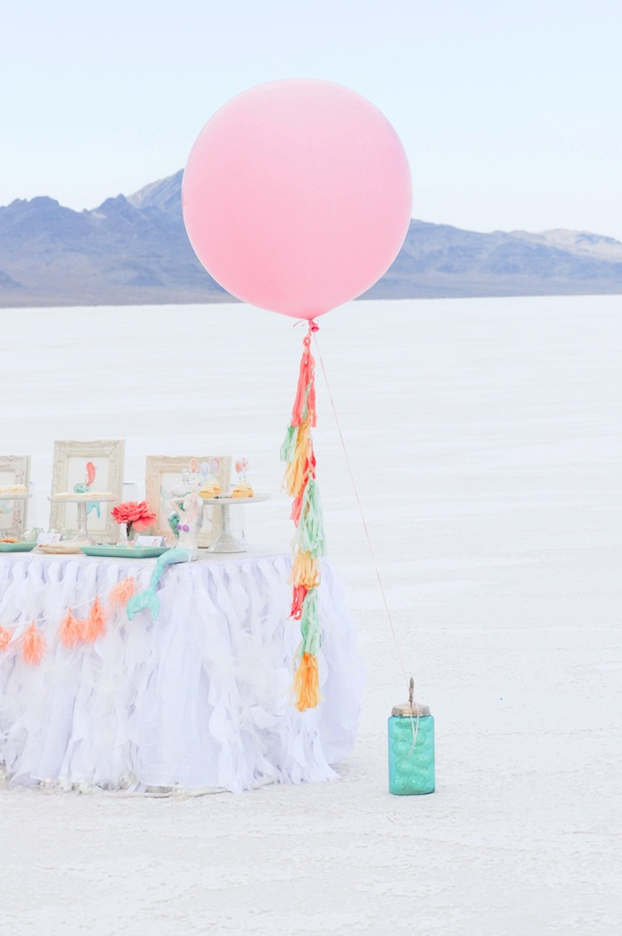 balloon-at-a-mermaid-under-the-sea-themed-birthday-party-by-kara-allen-karas-party-ideas-karaspartyideas-com_-42
