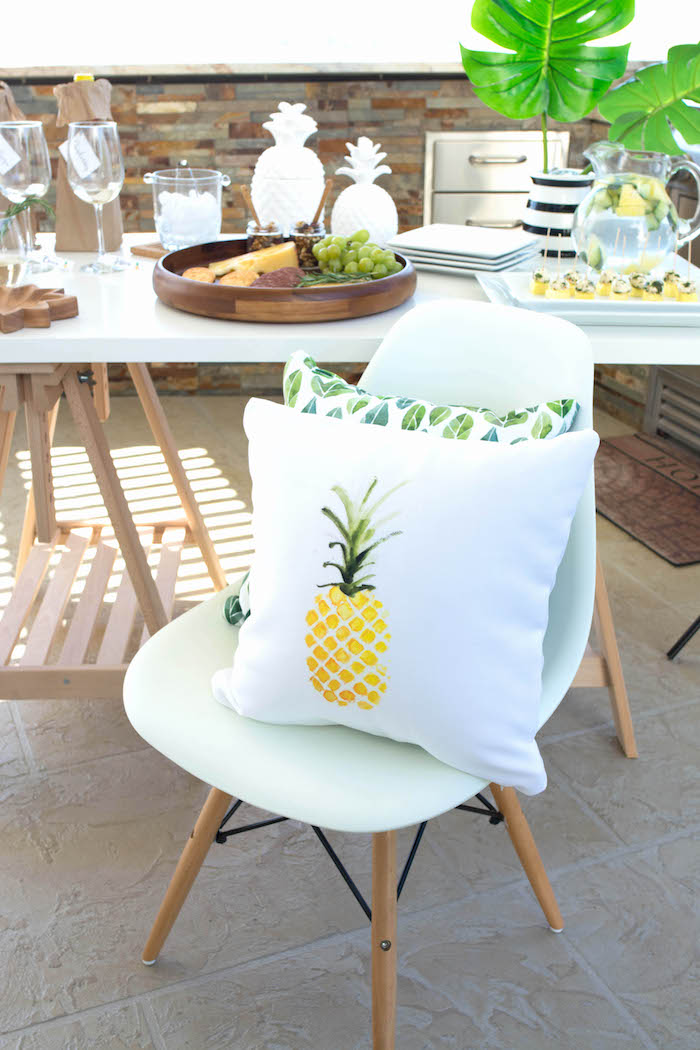 Kara 39 s party ideas end of summer pineapple themed girls for Summer white party ideas