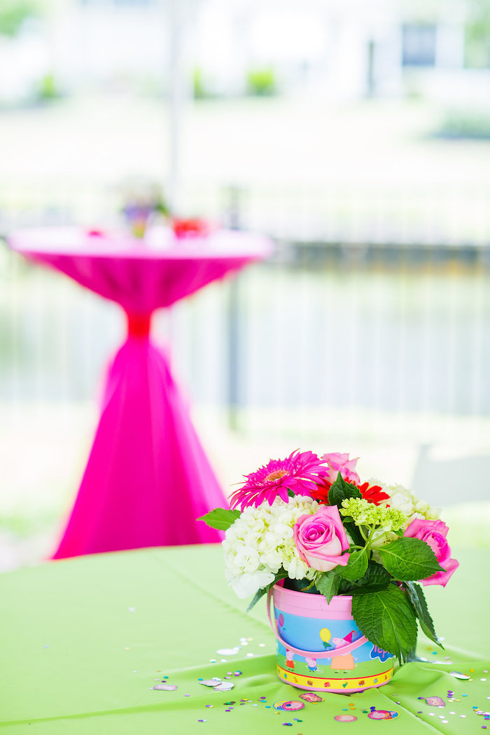 Guest tabletop from a Peppa Pig Birthday Party on Kara's Party Ideas | KarasPartyIdeas.com (29)