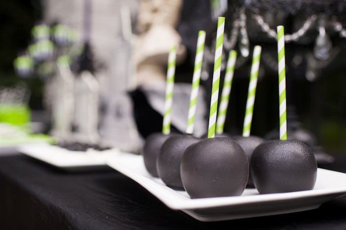 Black candy apples from a Spooktacular Halloween Party via Kara's Party Ideas | KarasPartyIdeas.com (30)