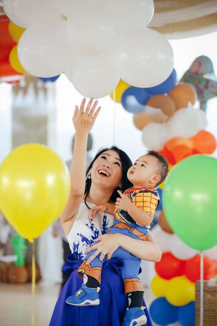 Balloon clouds from a Toy Story Birthday Party on Kara's Party Ideas | KarasPartyIdeas.com (11)