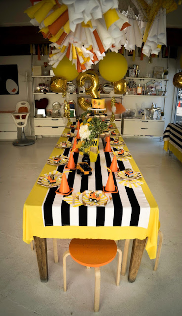 Guest tablescape from a Modern Construction Birthday Party on Kara's Party Ideas | KarasPartyIdeas.com (12)