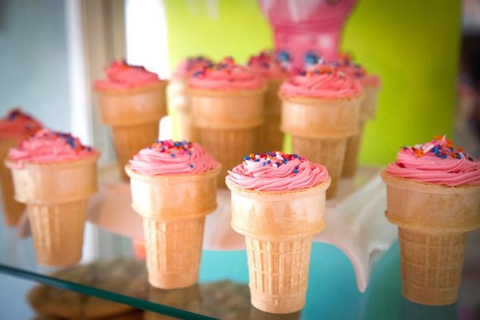 queques do cone de gelado de uma festa de anos Shopkins em ideias do partido de Kara |  KarasPartyIdeas.com (7)