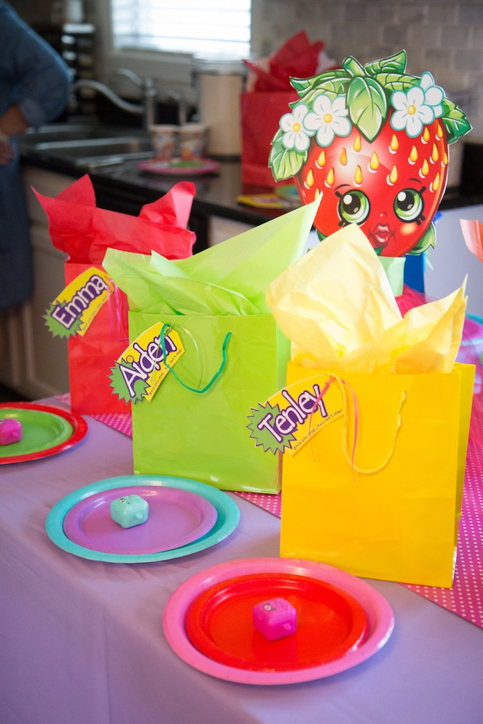 Guest table + place settings from a Shopkins Birthday Party on Kara's Party Ideas | KarasPartyIdeas.com (6)