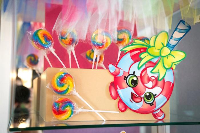 Lolli Poppins pirulitos de uma festa de anos Shopkins em ideias do partido de Kara |  KarasPartyIdeas.com (12)
