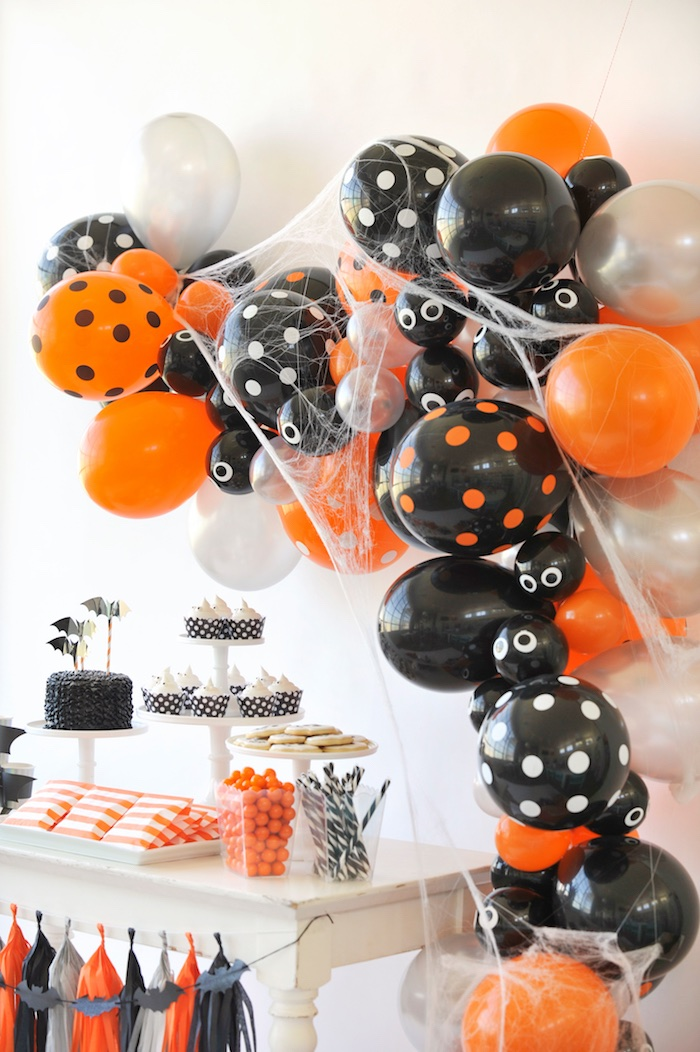 halloween balloon arch from a spooky halloween party on karas party ideas karaspartyideascom - Haloween Party Ideas