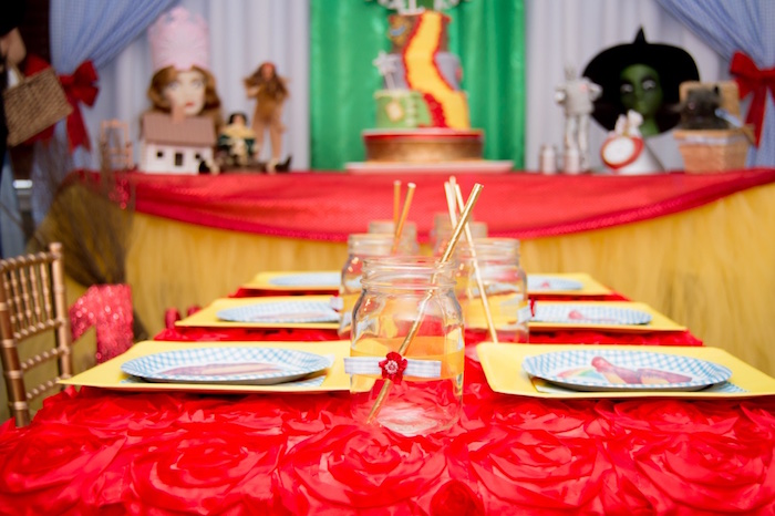 Guest tablescape from a Wizard of Oz Birthday Party on Kara's Party Ideas | KarasPartyIdeas.com (17)