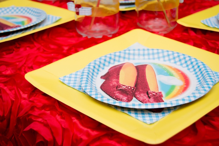 Wizard of Oz place setting from a Wizard of Oz Birthday Party on Karau0027s Party Ideas & Karau0027s Party Ideas Special Wizard of Oz Birthday Party | Karau0027s ...