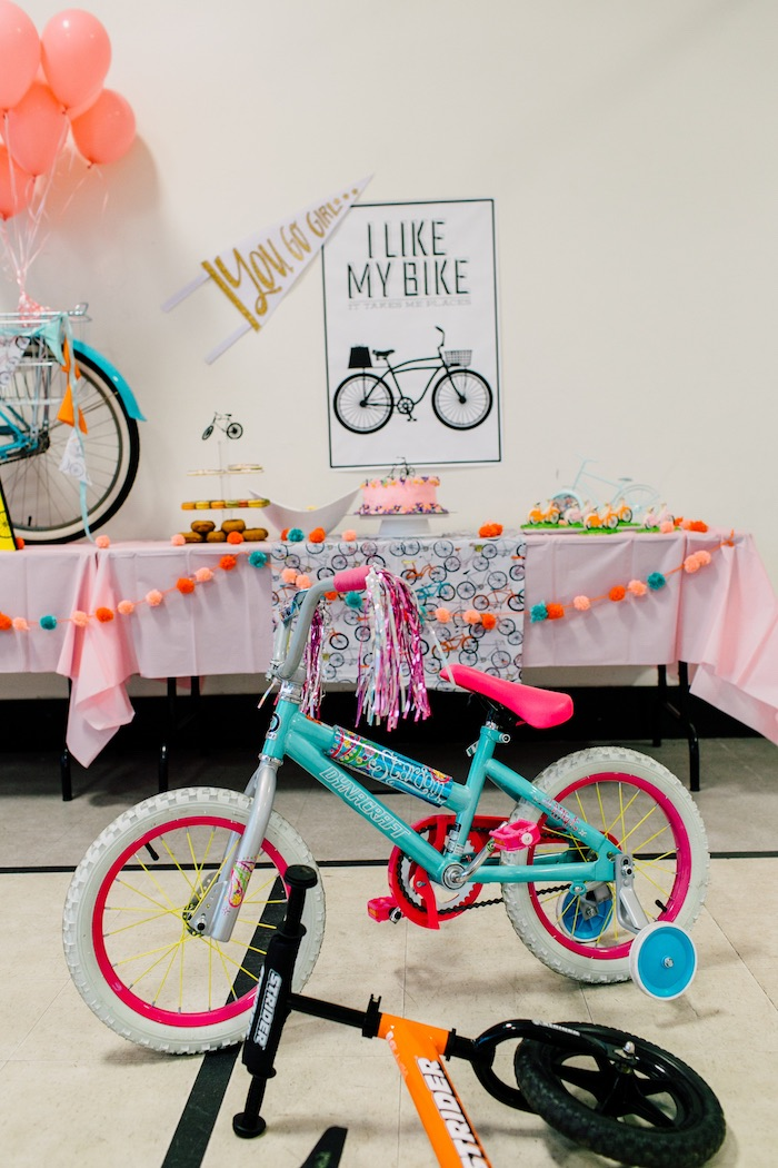 Kara 39 s party ideas adorable bike themed birthday party for Bike decorating ideas