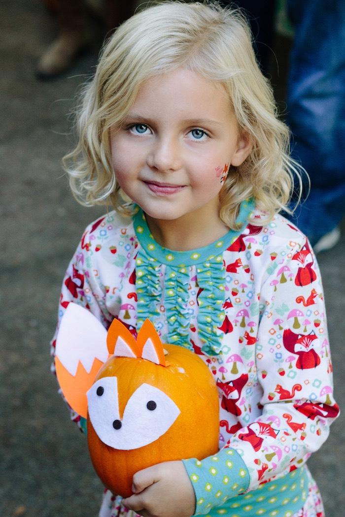 Pumpkin fox craft from a Crafty Like a Fox Birthday Party on Kara's Party Ideas   KarasPartyIdeas.com (6)