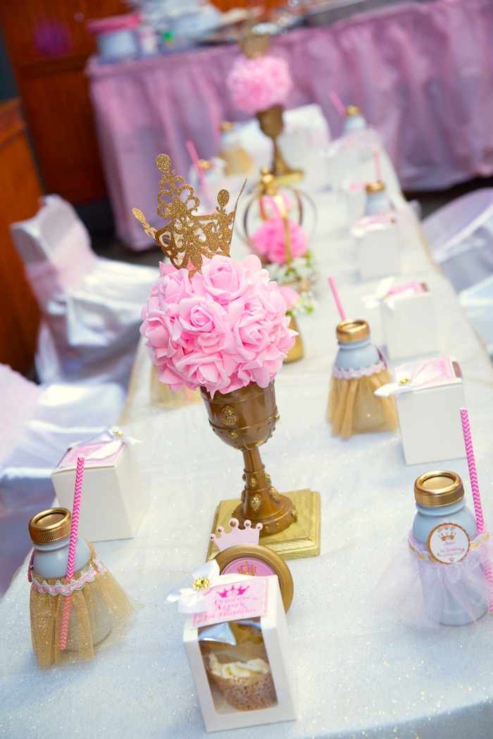 Guest tablescape from a Royal Princess Birthday Party on Kara's Party Ideas | KarasPartyIdeas.com (5)