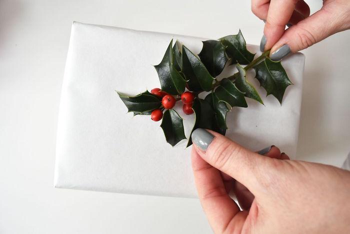 DIY Holiday Gift Wrap Ideas on Kara's Party Ideas | KarasPartyIdeas.com (47)