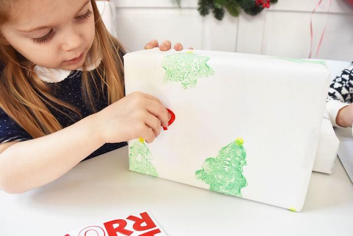 DIY Holiday Gift Wrap Ideas on Kara's Party Ideas | KarasPartyIdeas.com (25)