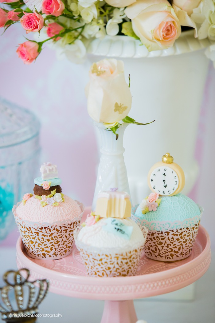 Alice in Wonderland cupcakes from a Pastel