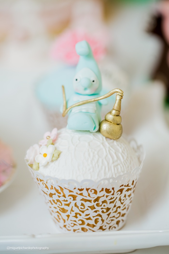 Alice in Wonderland cupcake from a Pastel Glam Alice in Wonderland Birthday Party on Kara's Party Ideas | KarasPartyIdeas.com (13)