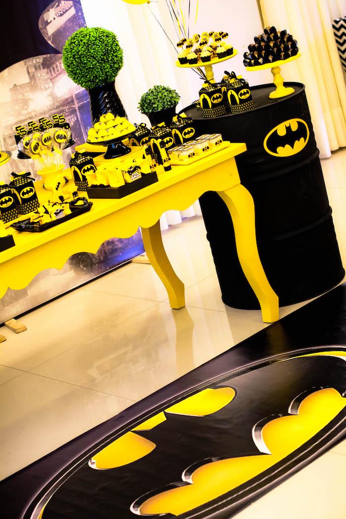 Kara\u0027s Party Ideas Black and Yellow Batman Birthday Party