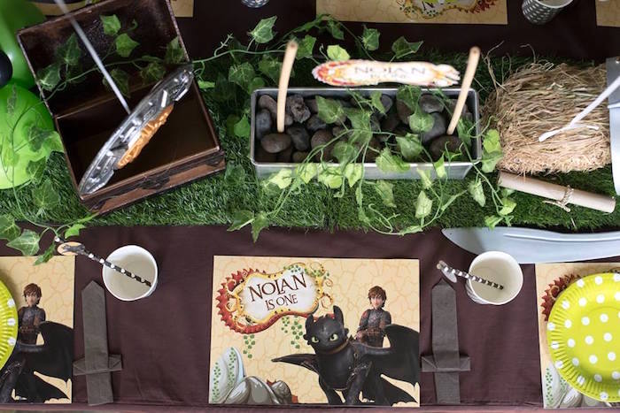Guest tabletop + place setting from a Viking & Dragons Birthday Party on Kara's Party Ideas | KarasPartyIdeas.com (12)