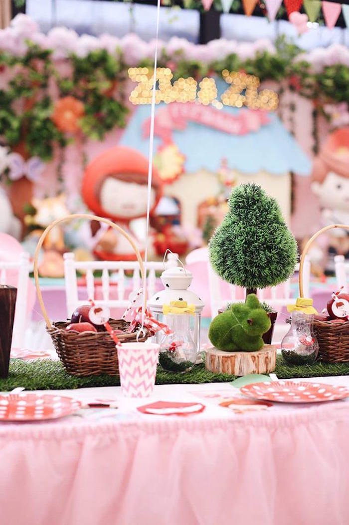 Guest tablescape from a Woodland Little Red Riding Hood Party on Kara's Party Ideas | KarasPartyIdeas.com (21)