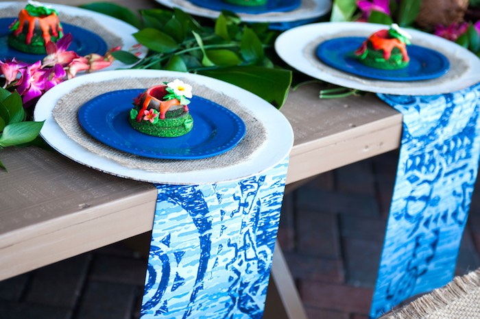 Place settings from a Moana Inspired Birthday Party on Kara's Party Ideas | KarasPartyIdeas.com (7)