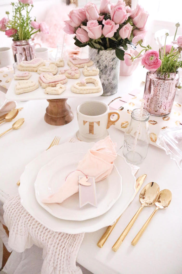 Kara 39 s party ideas sweet and elegant valentine 39 s day party Place setting ideas