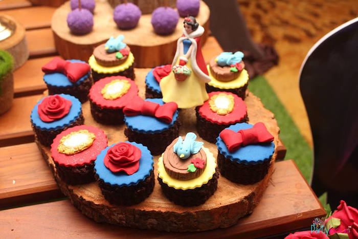 Cupcakes from a Snow White & The Seven Dwarfs Birthday Party on Kara's Party Ideas | KarasPartyIdeas.com (32)