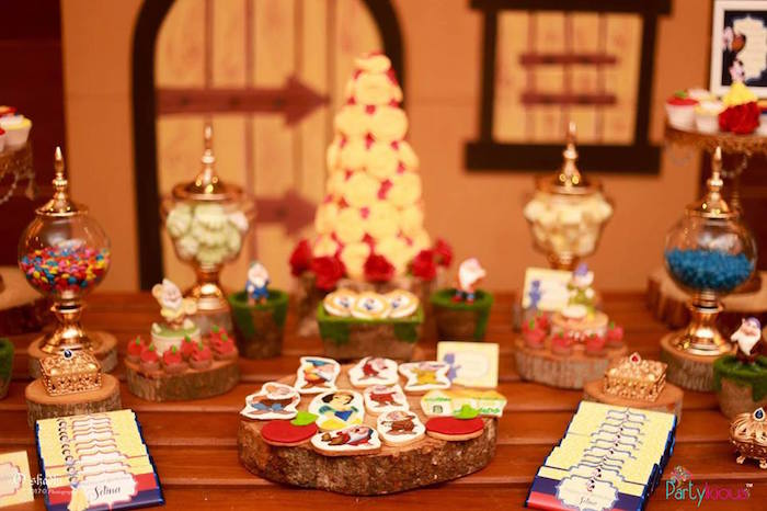 Sweet tablescape from a Snow White & The Seven Dwarfs Birthday Party on Kara's Party Ideas | KarasPartyIdeas.com (41)
