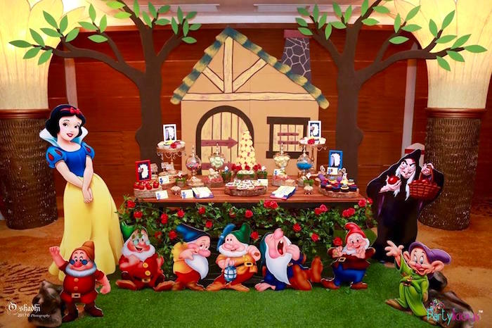 Snow White & The Seven Dwarfs Birthday Party on Kara's Party Ideas | KarasPartyIdeas.com (19)