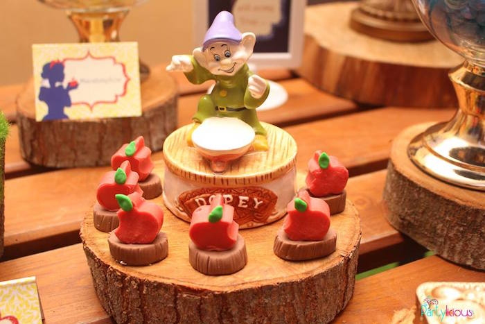 Apple treats from a Snow White & The Seven Dwarfs Birthday Party on Kara's Party Ideas | KarasPartyIdeas.com (39)